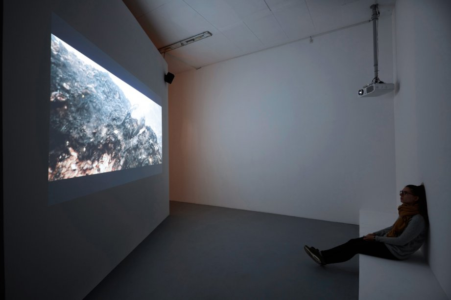 Installation View, Desire Machine Collective, Noise Life, basis 2015, Foto: Günther Dächert